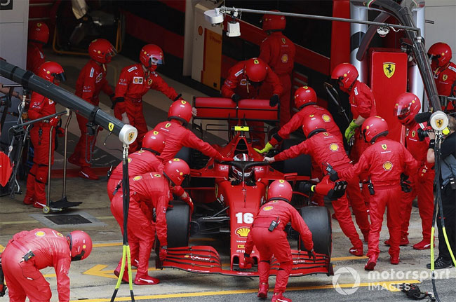 Ferrari подвела и Леклера и Феттеля в одной гонке. Работа на мостике – катастрофа - «Авто - Мото»