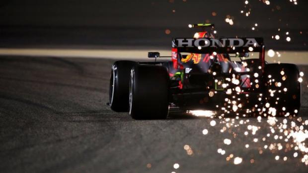 Дебют Шумахера, возвращение Алонсо и Хэмилтон в борьбе за восьмой титул. Топ-5 интриг сезона - «Формула-1»